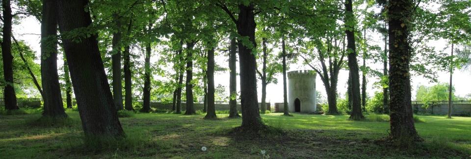 Neogotycka Baszta w Przydrożu Małym